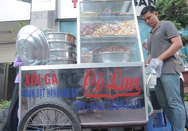 Gánh xôi gà của cô Lan nổi tiếng ở Sài Gòn (Ảnh: FB diadiemanuong)