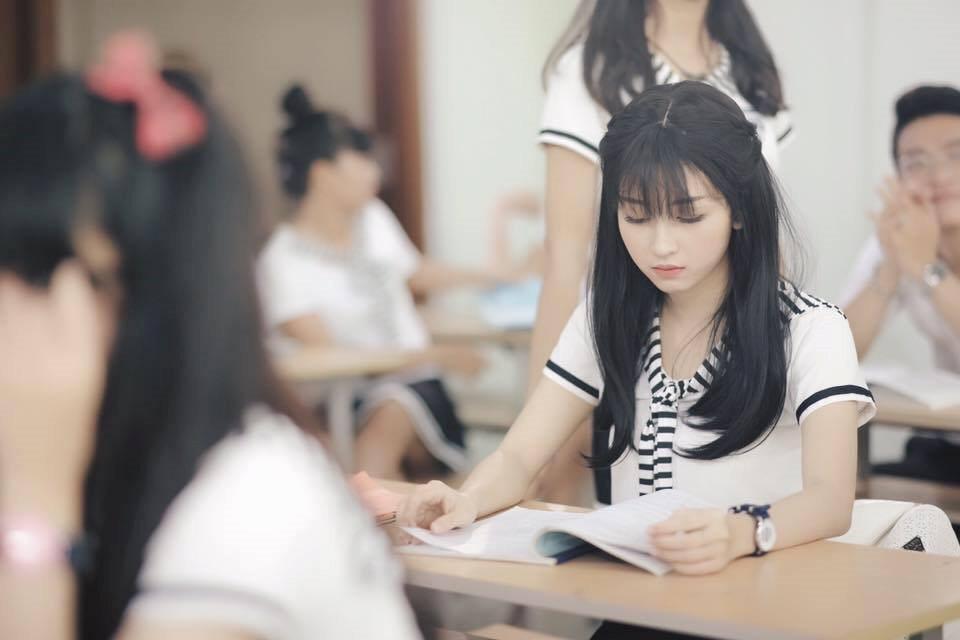 Mặc dù chưa từng học qua lớp diễn xuất nào nhưng khi đảm nhận 1 vai diễn nào đó, cô nàng luôn dùng cảm nhận cá nhân đặt mình vào nhân vật đó và hết lòng để thể hiện.