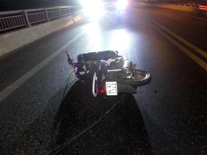 Hiện trường vụ tai nạn khiến 2 nạn nhận tử vong tại chỗ.