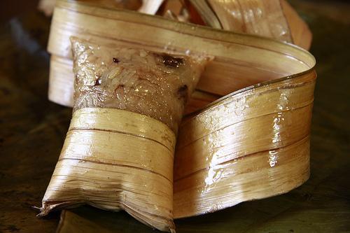 Chiếc bánh dừa Giồng Luông nổi tiếng Bến Tre. Ảnh: DuaViet.