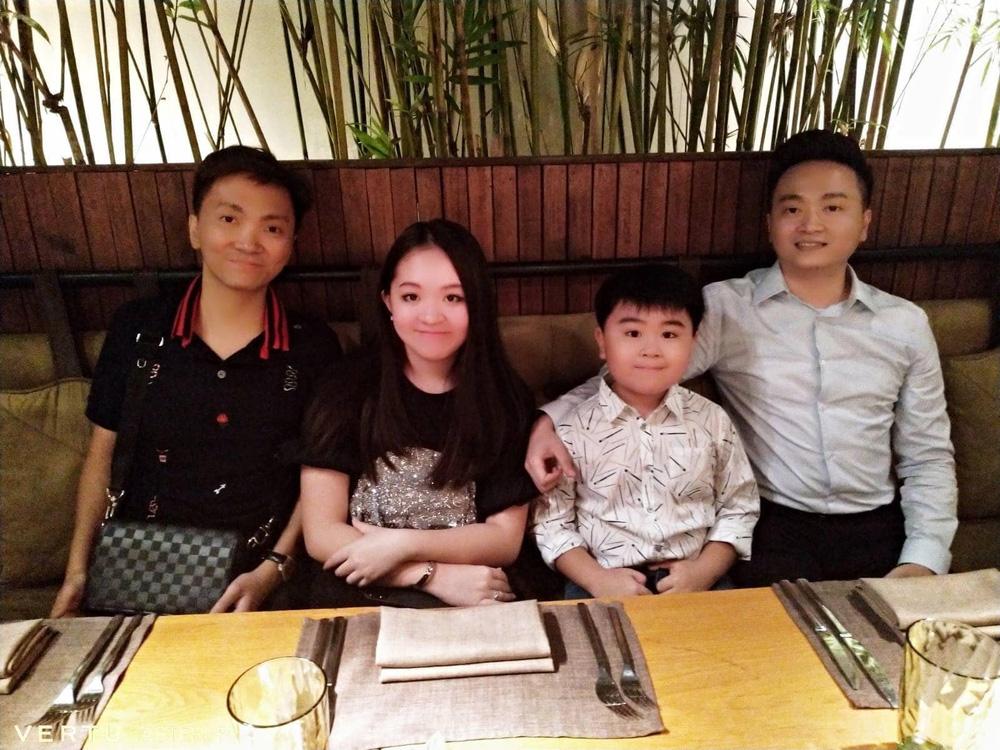 Cả 4 người con của bà Phương Hằng đều được bà bảo bọc và chăm chút.