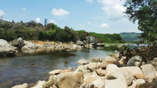 Xung quanh vực Phun là rừng xanh bao phủ. (Nguồn: kimanhnguyen123)