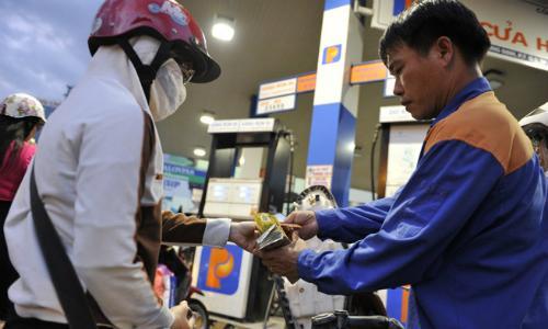 Giá xăng trước áp lực tăng giá kỳ thứ 5 liên tiếp trong vòng 2,5 tháng qua.