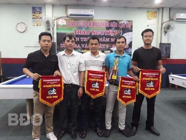 Các VĐV xuất sắc nhận giải thưởng của Ban tổ chức.