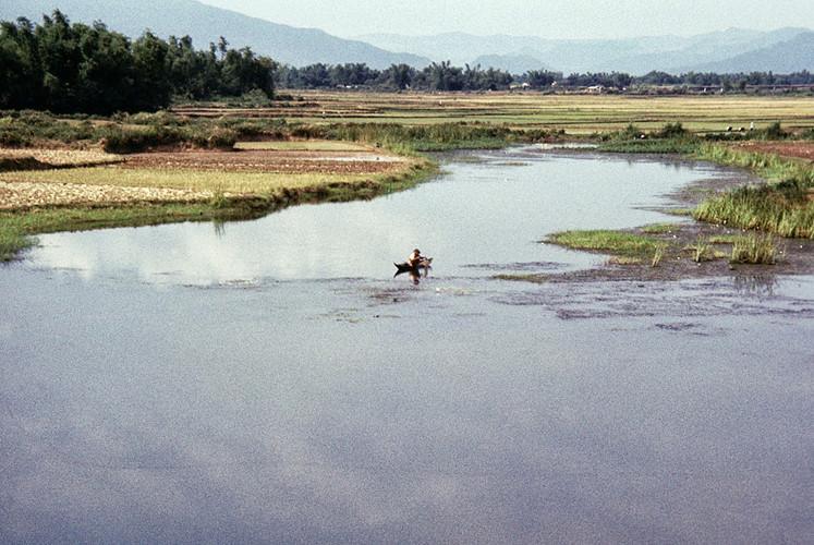 Cảnh sông nước ở Bình Định. Ảnh: James Speed Hensinger.