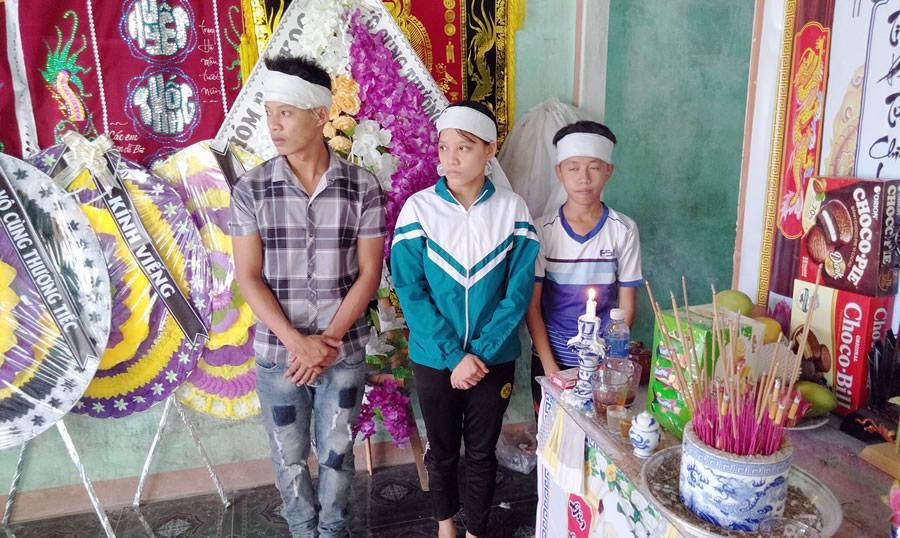 3 anh em Thủy bàng hoàng trước biến cố của gia đình.