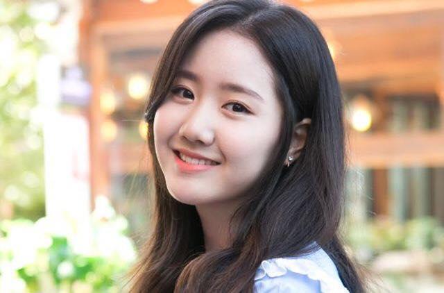 Vẻ ngoài xinh đẹp ở tuổi 19 của Ji Hee