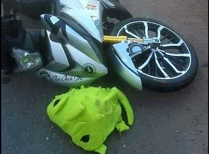 Chiếc xe máy của nạn nhân và ba lô