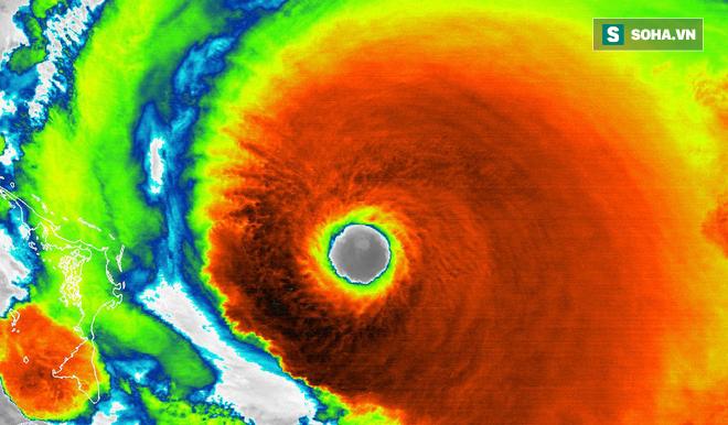 Mắt bão khổng lồ của siêu bão Dorian. Hình ảnh vệ tinh của NOAA chụp ngày 1/9/2019.
