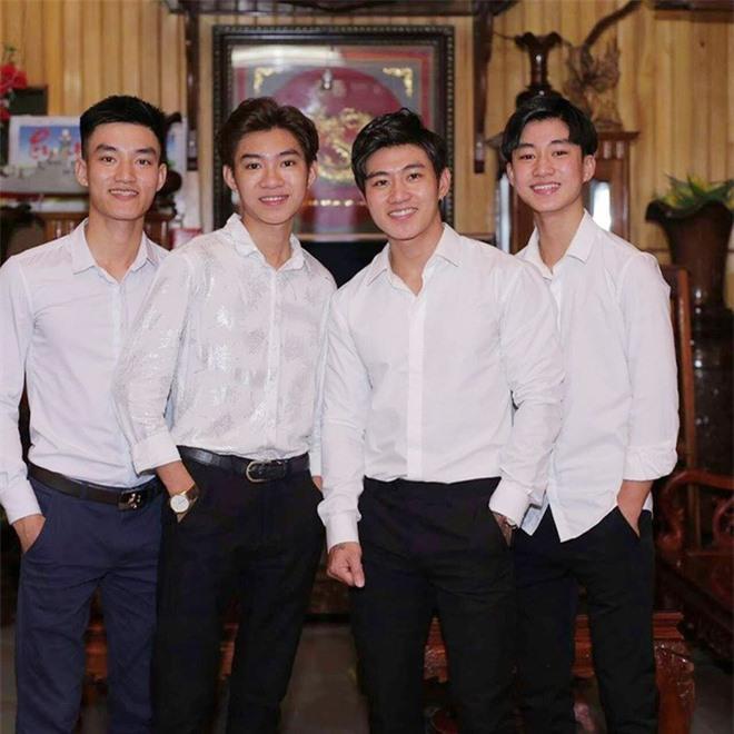 Bốn chàng