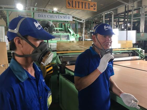 Nhiều công nhân tại Công ty TNHH Nichias Hải Phòng (100% vốn Nhật Bản) bày tỏ mong muốn có thêm 1 ngày nghỉ nữa vào thứ bảy (ngoài chủ nhật) mà vẫn được hưởng nguyên lương như quy định, vì làm việc khá vất vả. Ảnh: VĂN PHÚC