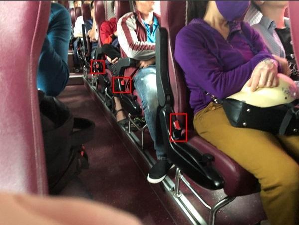 Hiện nay, nhiều tuyến xe khách vẫn chưa chấp hành nghiêm chỉnh việc nhắc nhở mọi người thắt dây an toàn. (Ảnh: Vnexpress)