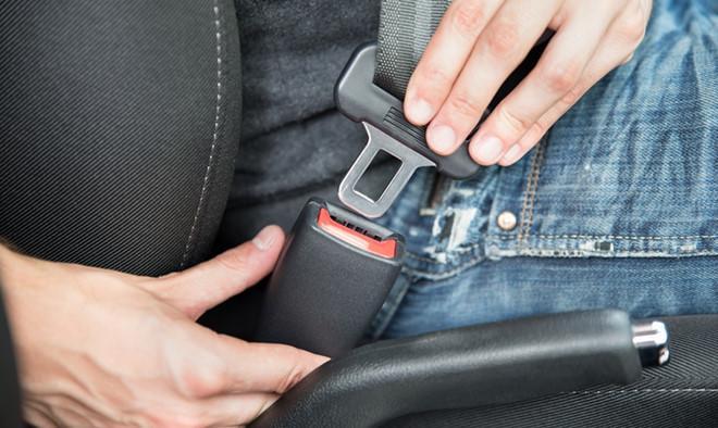 Thắt dây an toàn là một trong những thói quen tốt khi tham gia giao thông mà nhiều người đang thờ ơ. (Ảnh: giao thông)