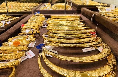 So với phiên giao dịch cuối ngày hôm trước, vàng đã tăng giá lên tới 820.000 đồng/lượng (Ảnh: Đời sống pháp luật)
