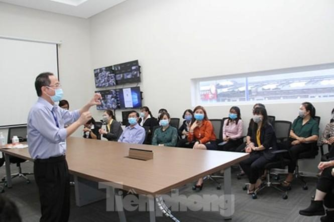 Bác sĩ hướng dẫn cách phòng chống lây nhiễm virus corona cho cán bộ, người lao động