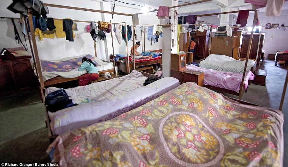 Phòng ngủ của các bà vợ và các con của ông Ziona.