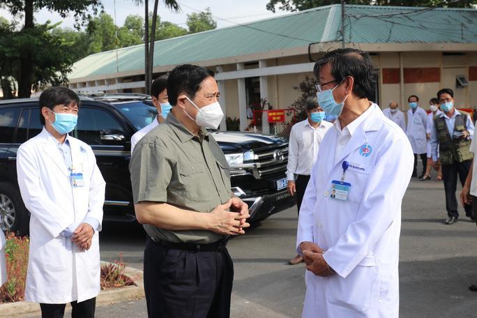 Thủ tướng Chính phủ Phạm Minh Chính kiểm tra công tác phòng, chống dịch Covid-19 tại Bình Dương