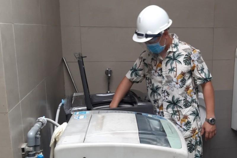 Doanh nghiệp trang bị cả máy giặt cho công nhân ở lại. Ảnh: KD