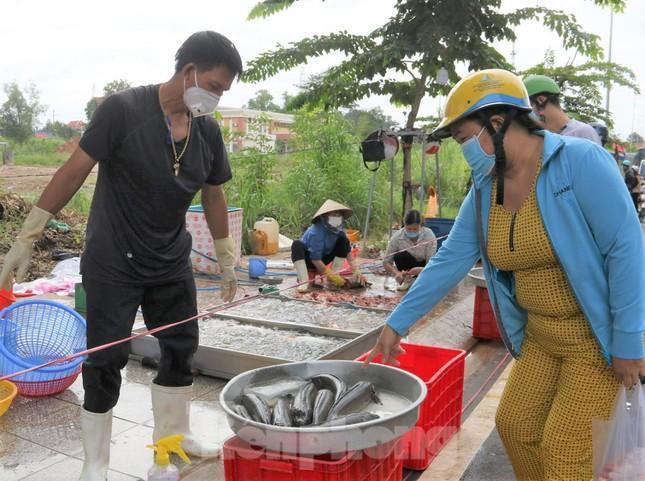 Việc bố trí chợ ngoài trời sẽ hạn chế lây lan dịch bệnh trong môi trường kín