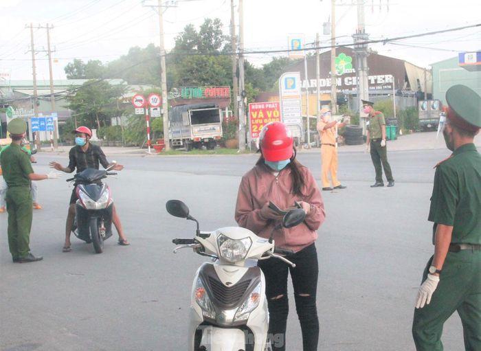 Lực lượng chức năng kiểm soát trên Quốc lộ 13 nối TP.HCM, Bình Dương, Bình Phước và các tỉnh Tây Nguyên