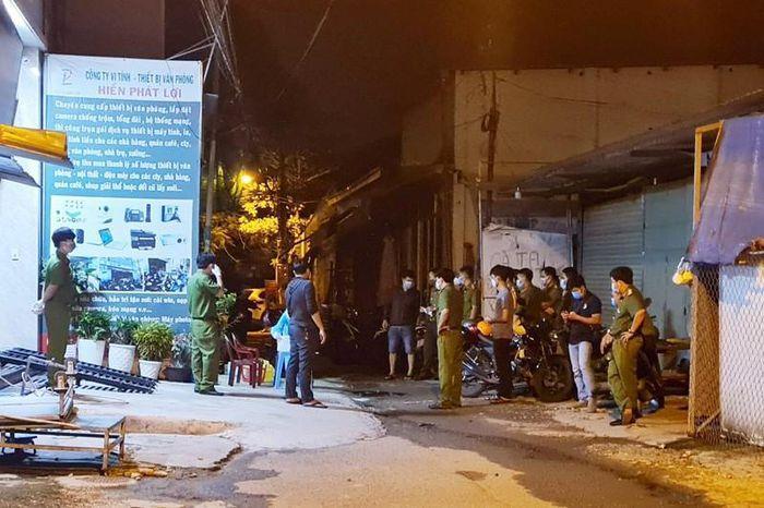 Hiện trường căn nhà công an vây bắt Dương Hoàng Việt Anh khuya 31-7. Ảnh: LÊ ÁNH