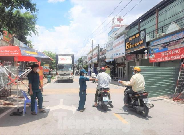 Người dân ở vùng xanh trên địa bàn TP Thuận An đủ điều kiện sẽ được ra đường