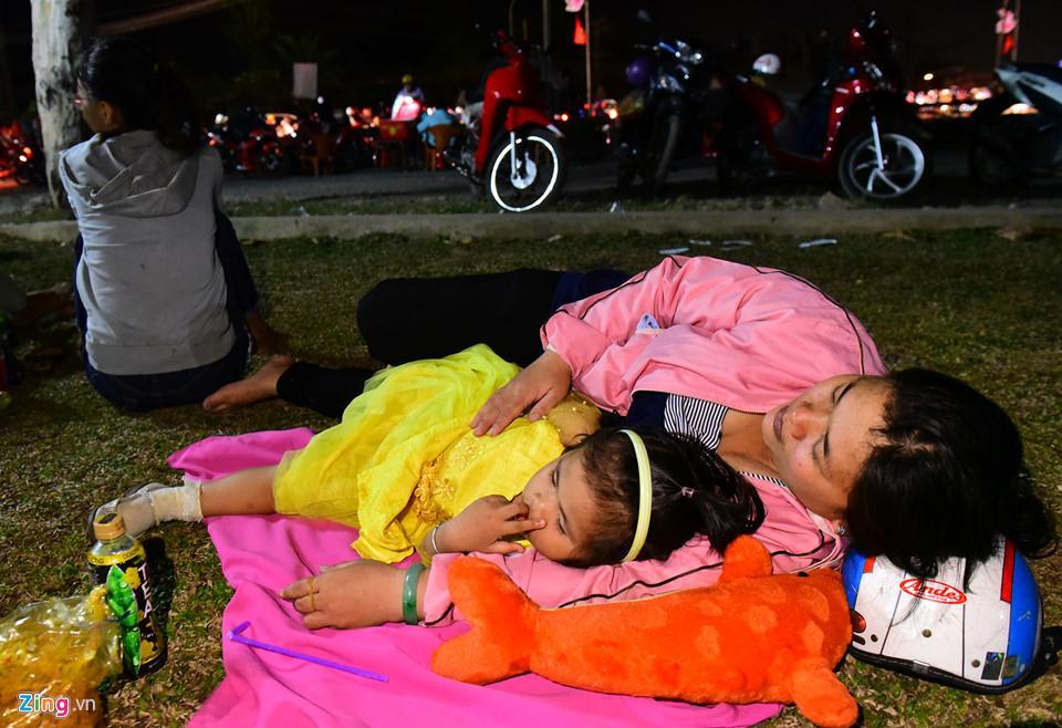Chị Nguyễn Thị Xuân Nương (Bến Tre) cho biết đây là lần đầu tiên trong đời chứng kiến kẹt xe, đông đúc kéo dài khủng khiếp như vậy.