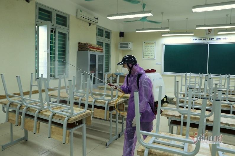 Hà Nội tổ chức sát khuẩn tại Trường THCS Trưng Vương sáng 14/2. Ảnh: Thanh Tùng