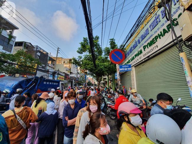 Con đường Nguyễn Giản Thanh những ngày qua luôn đông đúc.