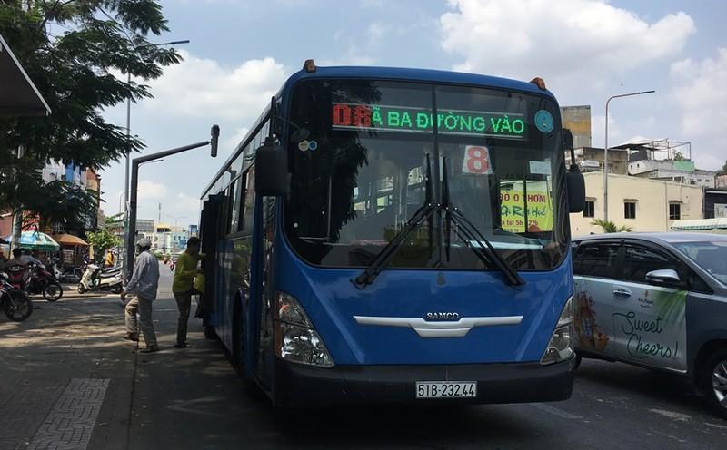 Xe vận chuyển hành khách công cộng như xe buýt được đề nghị hạn chế chuyến đi, số tuyến. Ảnh: HL