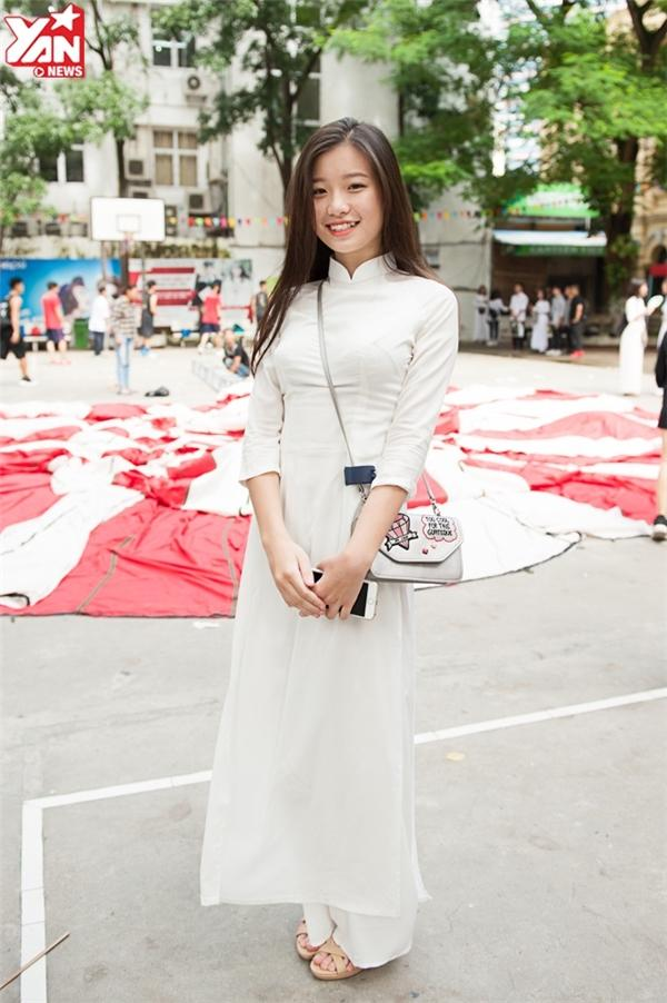 Bạn Nguyễn Hoài Thục Anh lớp 12B4 sở hữu gương mặt ngây thơ, đáng yêu của cô gái tuổi đôi mươi.