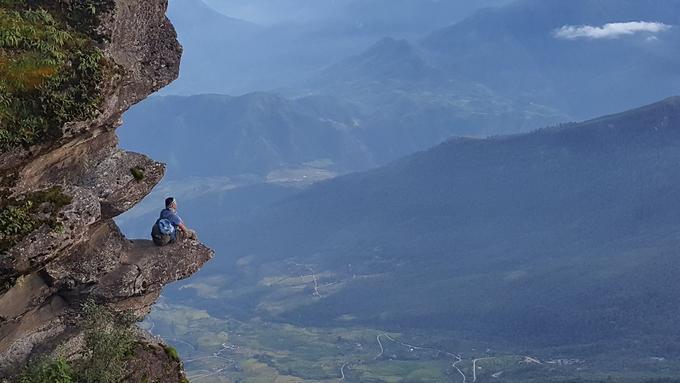 Mỏm đá chênh vênh mới được Facebooker Bố Hĩm chia sẻ nằm trên đường lên đỉnh Lao Thẩn, nóc nhà Y Tý, Bát Xát, Lào Cai. Đây được người dân địa phương gọi là
