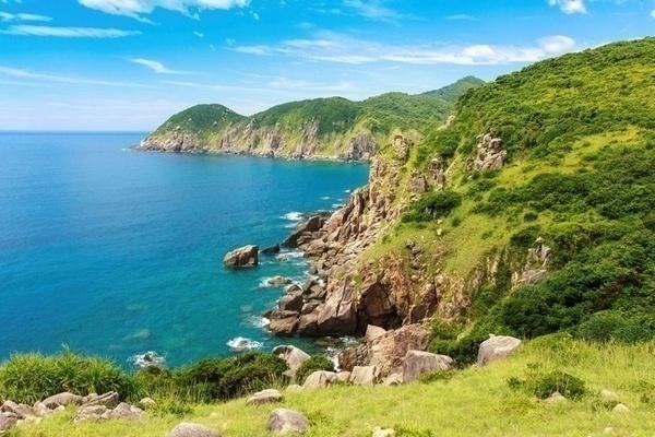 Phú Yên là vùng đất với nhiều thắng cảnh thú vị và hấp dẫn, đặc biệt là đường bờ biển trải dài đến 189km hình thành nên rất nhiều bãi biển đẹp và vô cùng hoang sơ. Ảnh: Internet