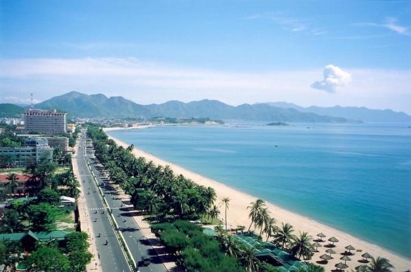Phóng tầm nhìn bao quát, biển Nha Trang đẹp nên thơ tựa một bức tranh. Ảnh: Internet