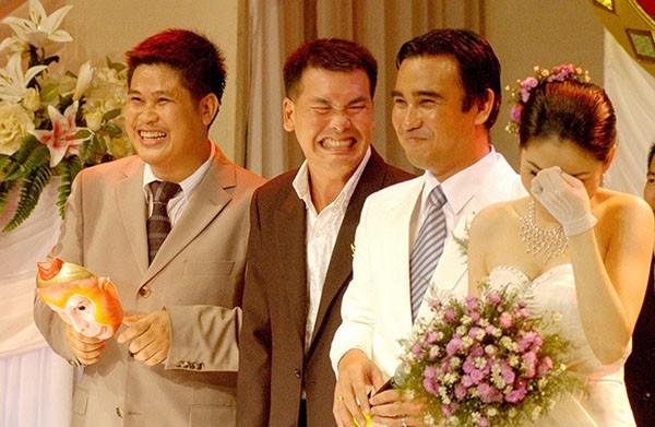Rất nhiều khán giả hiếu kì kéo đến dự đám cưới của Quyền Linh.