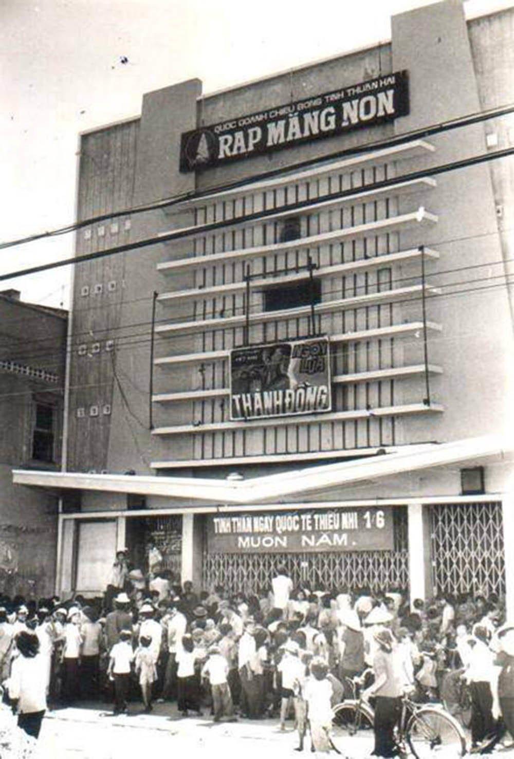 Rạp Măng Non (tức rạp Ngọc Thúy trước 1975).