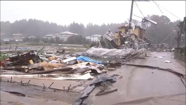 Tỉnh Chiba tan hoang sau trận lốc xoáy.