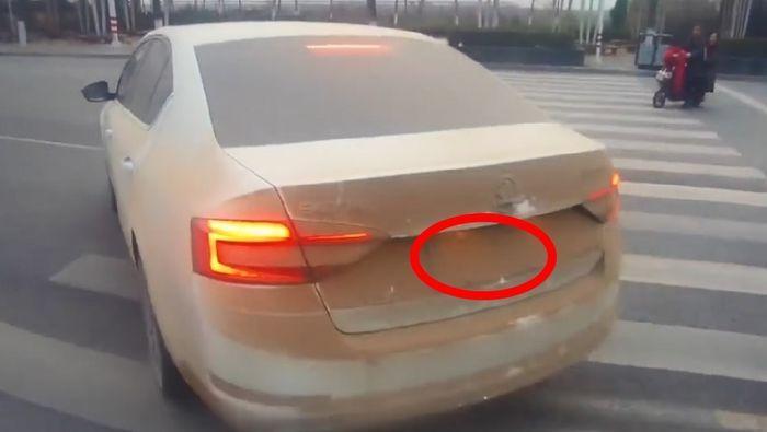 Lái xe quá bẩn ra đường cũng có thể bị phạt tiền. (Ảnh: Internet)
