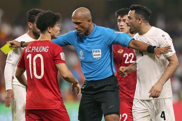 """Trong vòng bảng Asian Cup 2019, vị trọng tài này tiếp tục """"cầm cân nảy mực"""" trong chiến thắng 2 - 0 của Việt Nam trước tuyển Yemen."""
