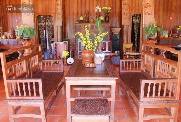 Bộ bàn ghế đẹp mắt được làm bằng dừa một cách tỉ mỉ, công phu.