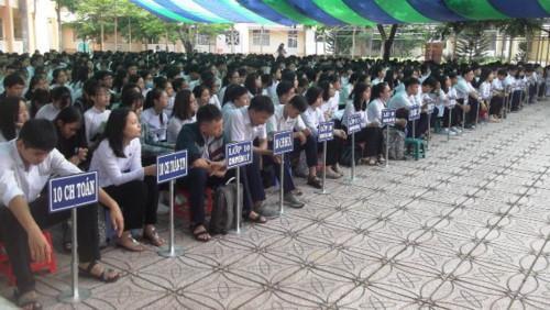 Học sinh dự lễ tổng kết năm học