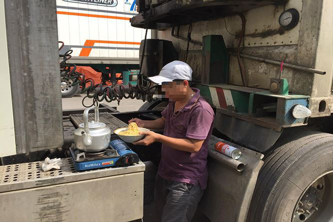 PV Tiền Phong tại một trạm xe container dừng chân