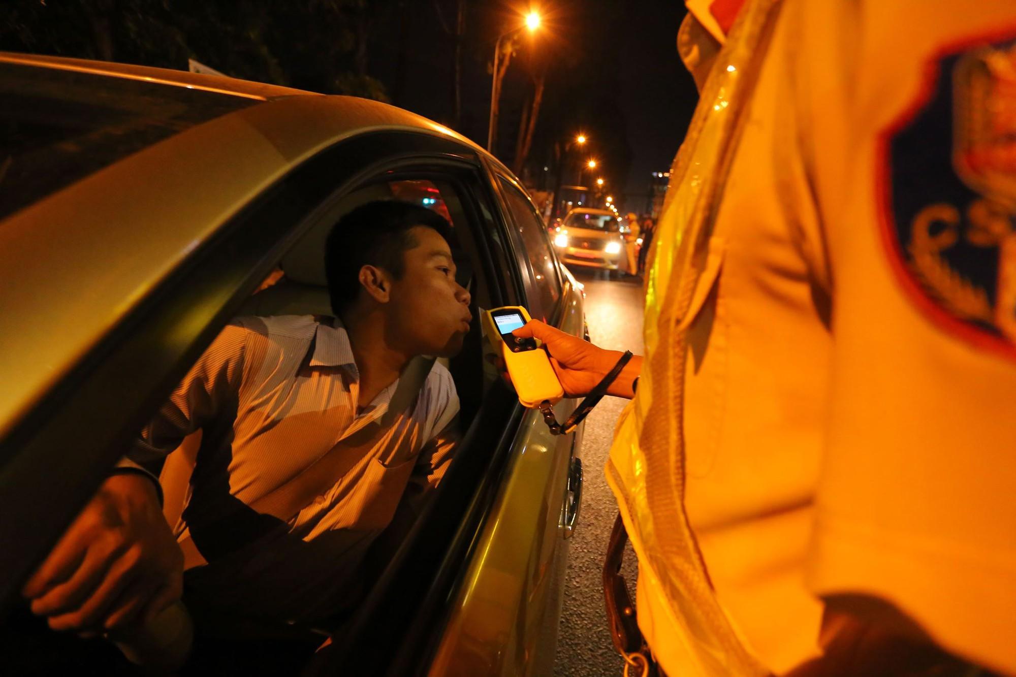 CSGT xử phạt những sai phạm luật giao thông trên đường phố