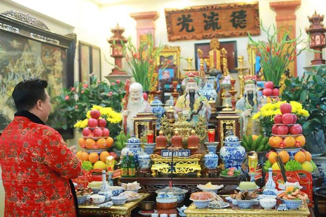 Bàn thờ của gia đình nghệ nhân Hoàng Tiến Hưng.
