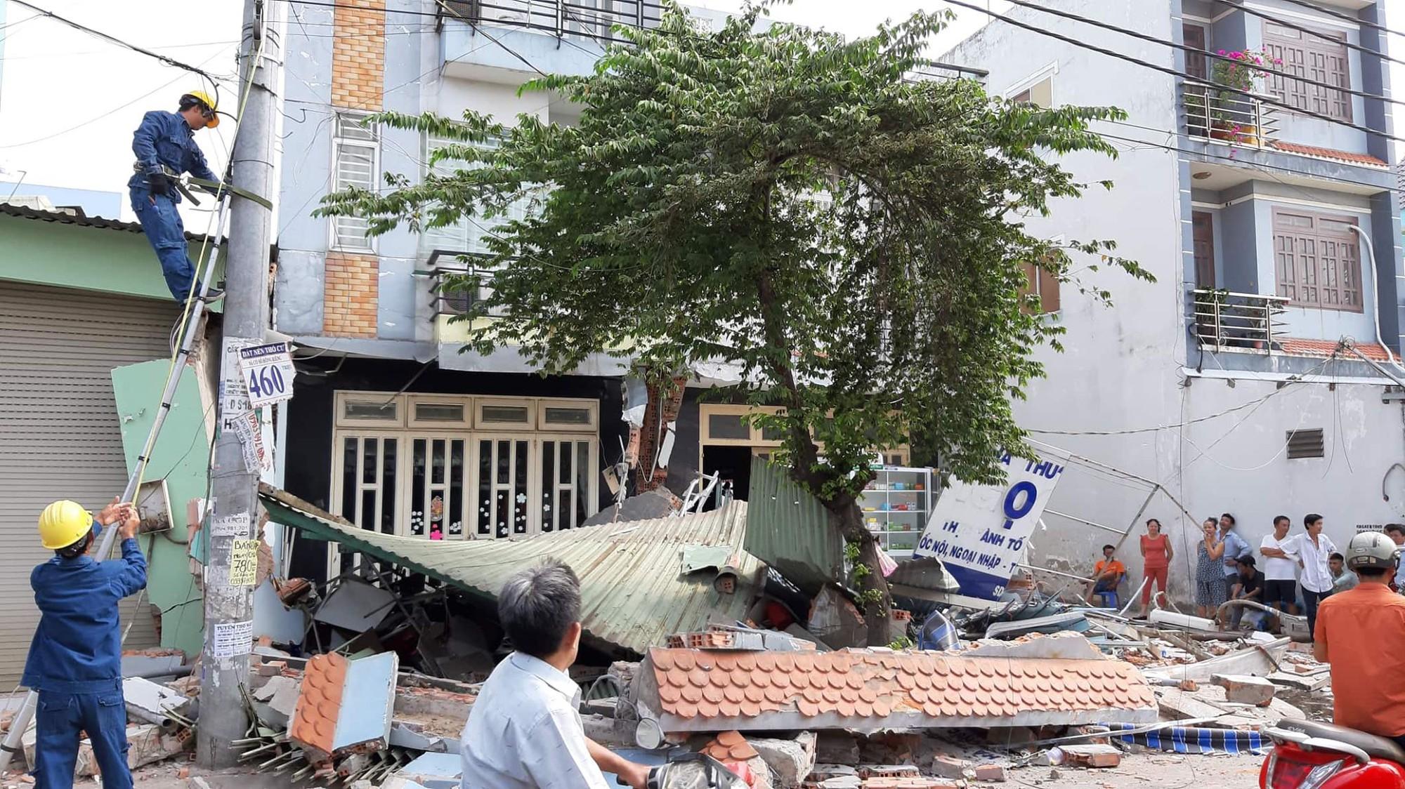 3 căn nhà bị đổ sập sau vụ việc