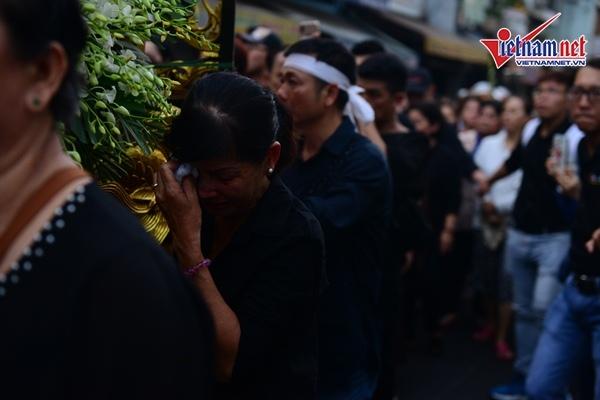 Không khí tang thương trùm lễ động quan của nghệ sĩ Anh Vũ.