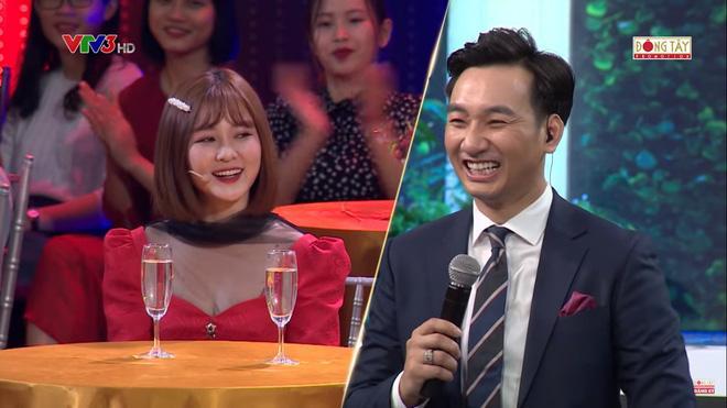 Ribi Sachi ngồi cạnh Trâm Anh nhưng khi lên sóng chỉ còn mình cô