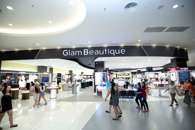 Tại Glam Beautique, khách hàng sẽ được nhân viên tư vấn tận tình để lựa chọn dòng sản phẩm phù hợp với độ tuổi và nhu cầu của mình.