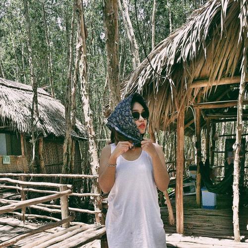 Ngoài ra, ở rừng tràm còn có một ngôi nhà mái lá để cho du khách dừng chân nghỉ ngơi. (Nguồn: Fb Nguyễn Thị Vân Anh)