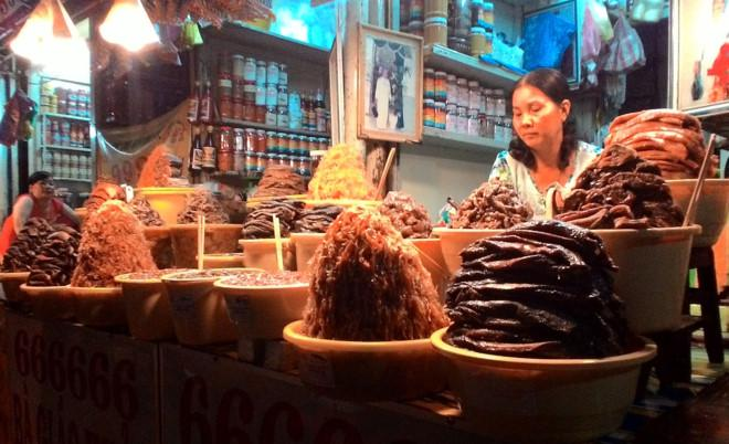Các loại mắm được bán ở chợ Châu Đốc.